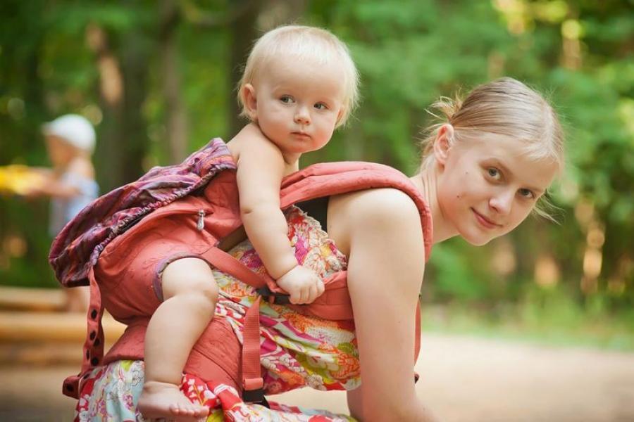 З якімі праблемамі сутыкаюцца непаўналетнія бацькі?