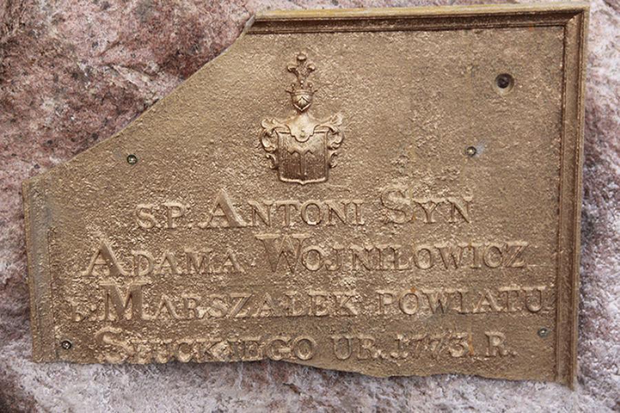 В Копыльском районе нашли надгробную плиту Антония — деда Эдварда Войниловича