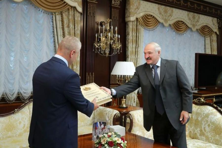 Президент встретился с космонавтом Олегом Новицким