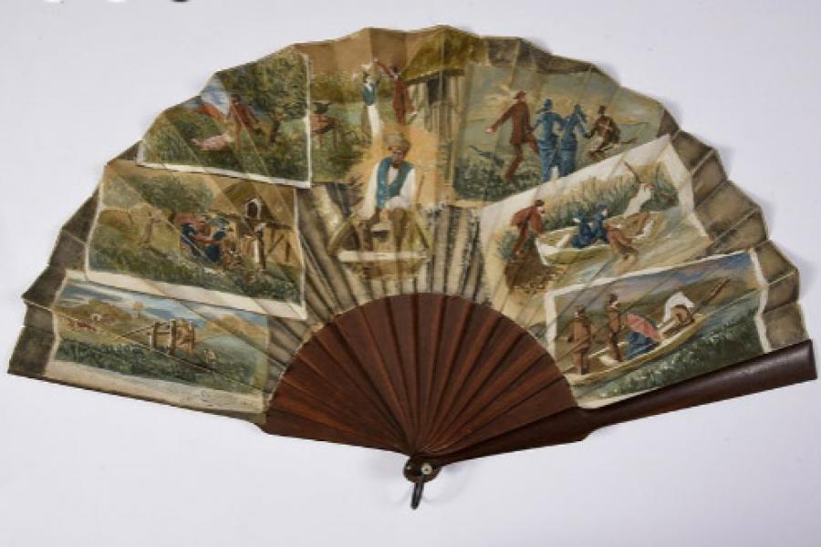 В Мирский замок из Франции переданы три веера ручной работы XIX века