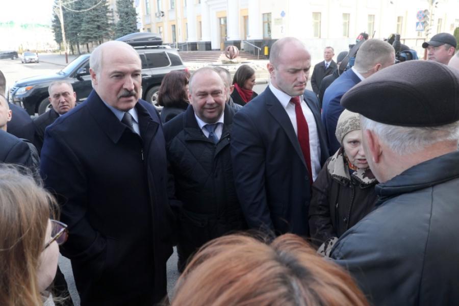 Лукашэнка абмеркаваў з жыхарамі Баранавічаў цэны, зарплаты і пенсіі
