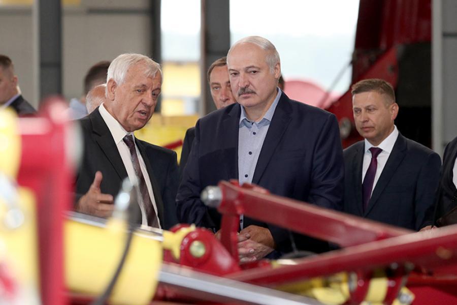 Аляксандр Лукашэнка наведаў Іўеўскі раён Гродзенскай вобласці