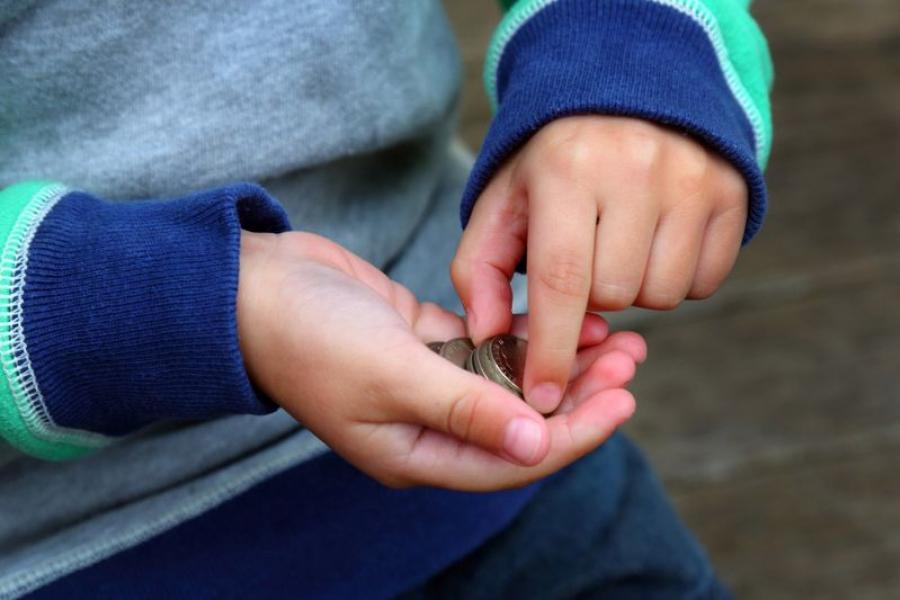 Когда нужно ребенку давать карманные деньги?