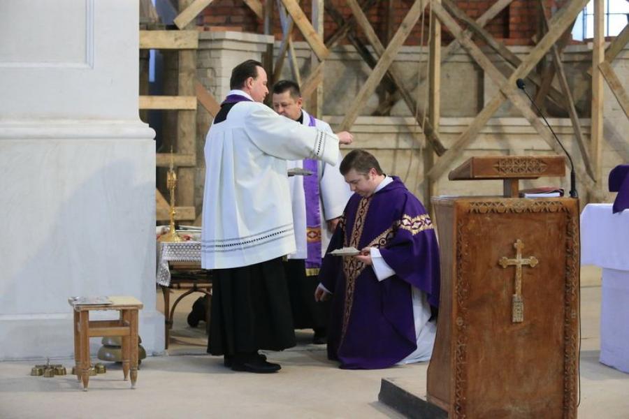 Католики посыпали головы пеплом и начали Великий пост