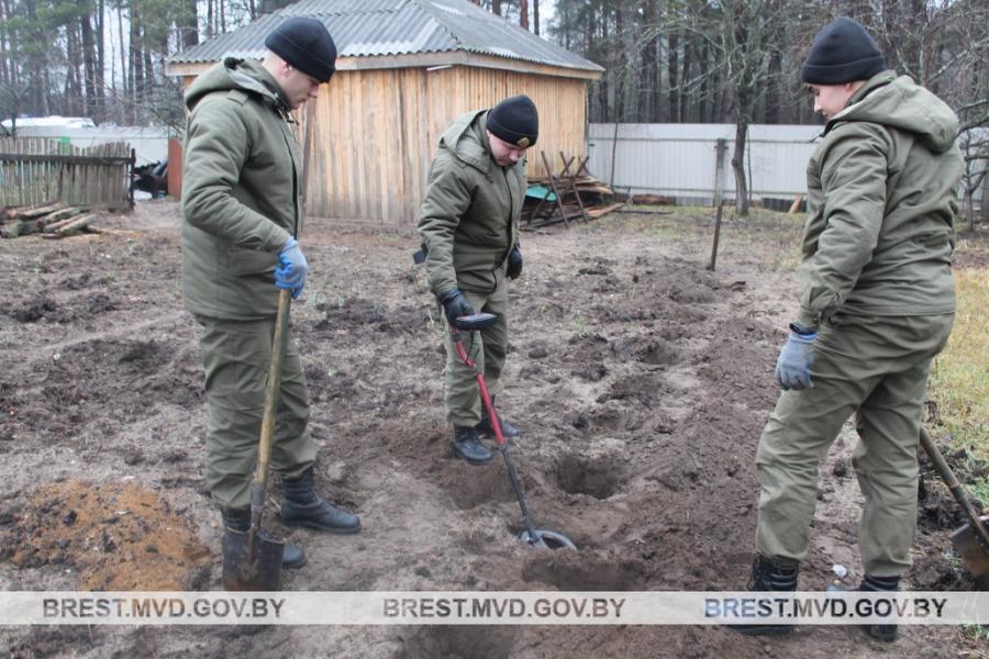 Жыхар Ганцавіцкага раёна знайшоў міну і панёс яе ў лес