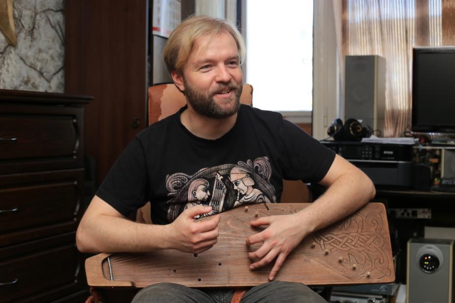 Инженер-программист стал известным музыкантом и мастером-гусляром