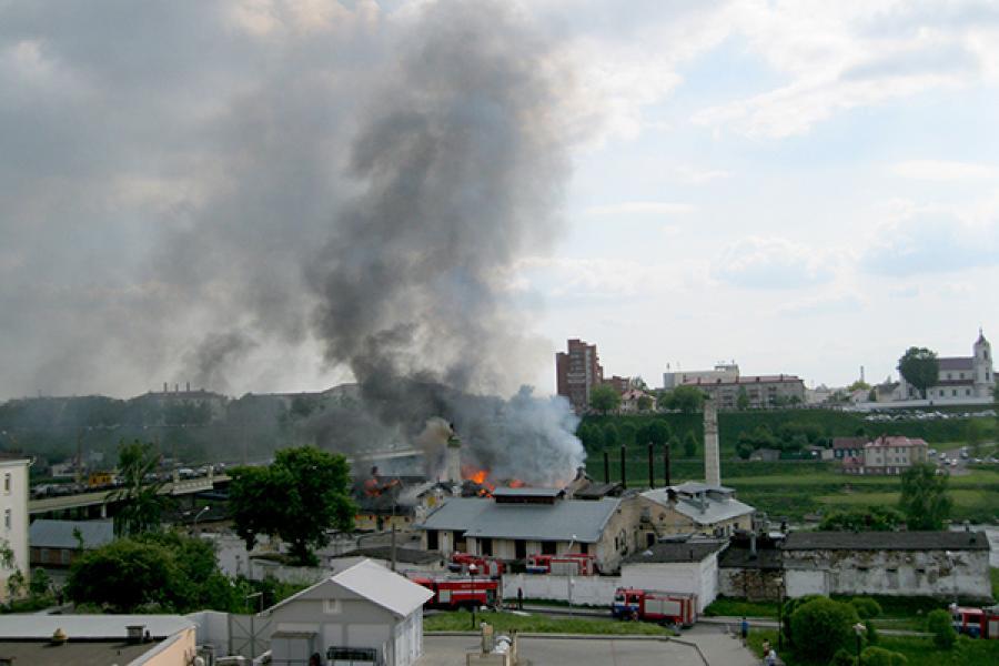 Пажар на былым піўзаводзе ў Гродне тушылі амаль дзве гадзіны