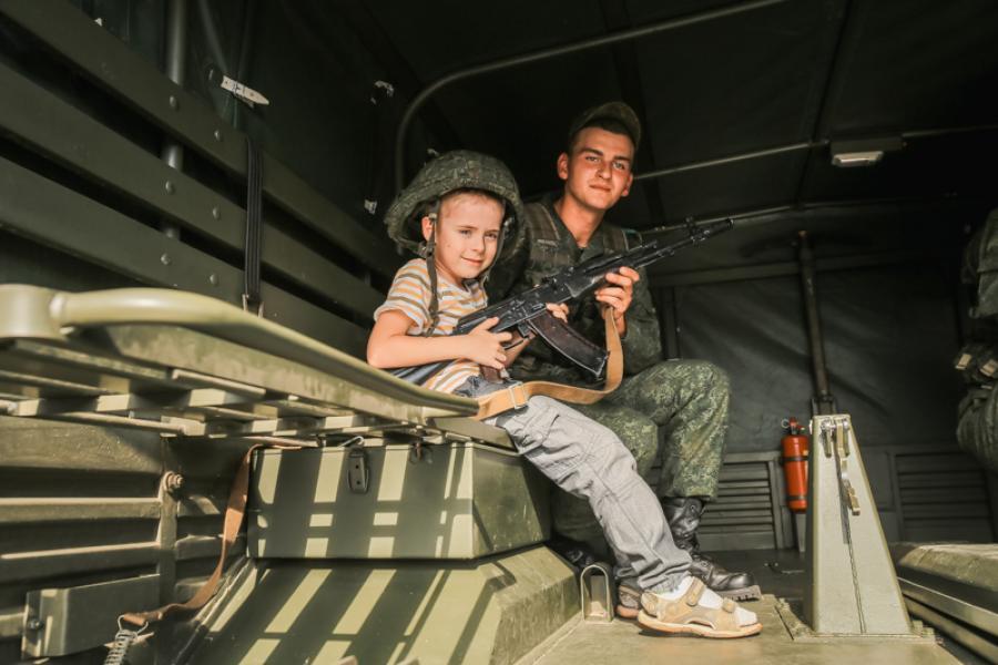 Как в Минске праздновали День танкистов