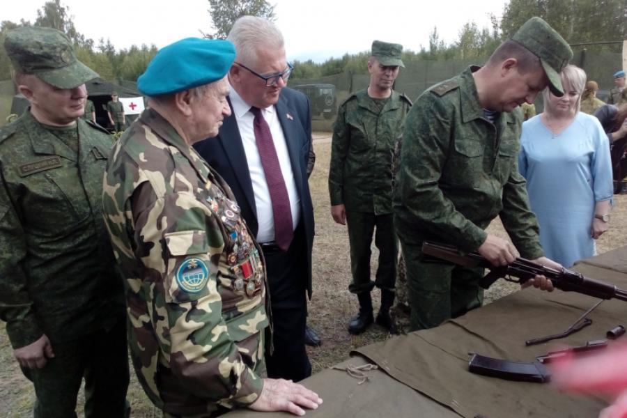 Міністры абароны і адукацыі наведалі ваенна-патрыятычны лагер для падлеткаў