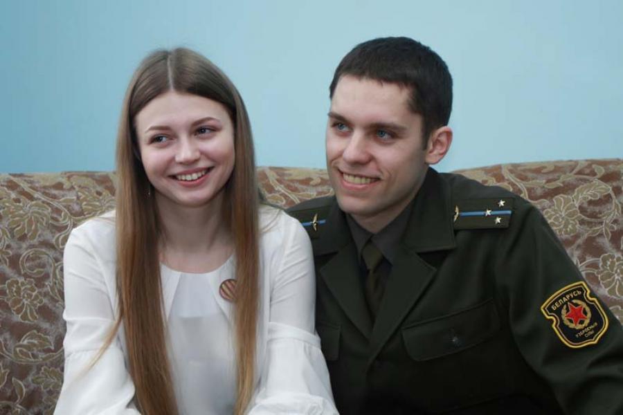Чем живет лучшая молодая семья штурмовой авиационной базы в Лиде