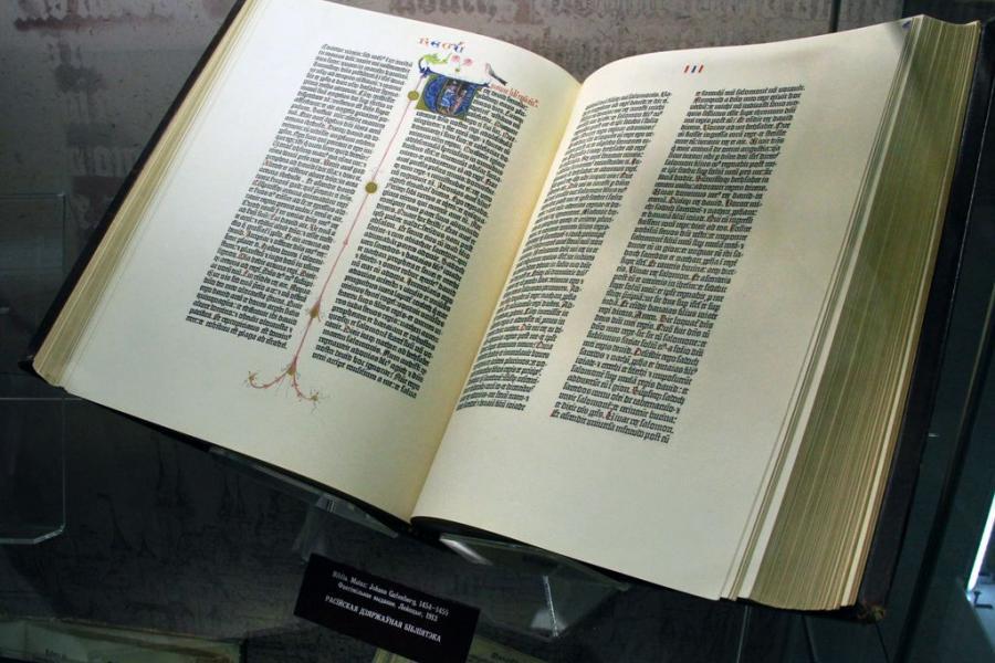 У Беларусь з Германіі прыбыла Біблія Гутэнберга