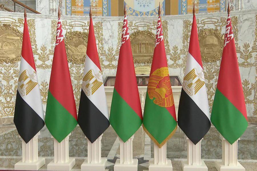 Александр Лукашенко направился с официальным визитом в Египет