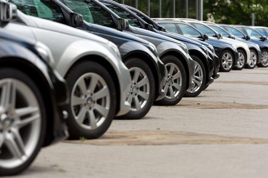 В прошлом году белорусы купили в автосалонах почти 65 тысяч новых машин