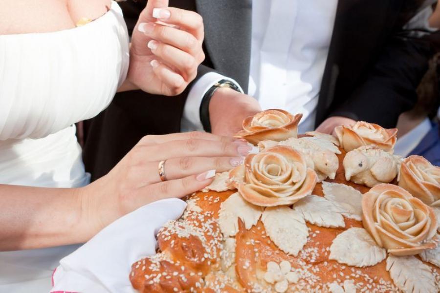 Ці можна кусаць або ламаць хлеб-соль на вяселлі?