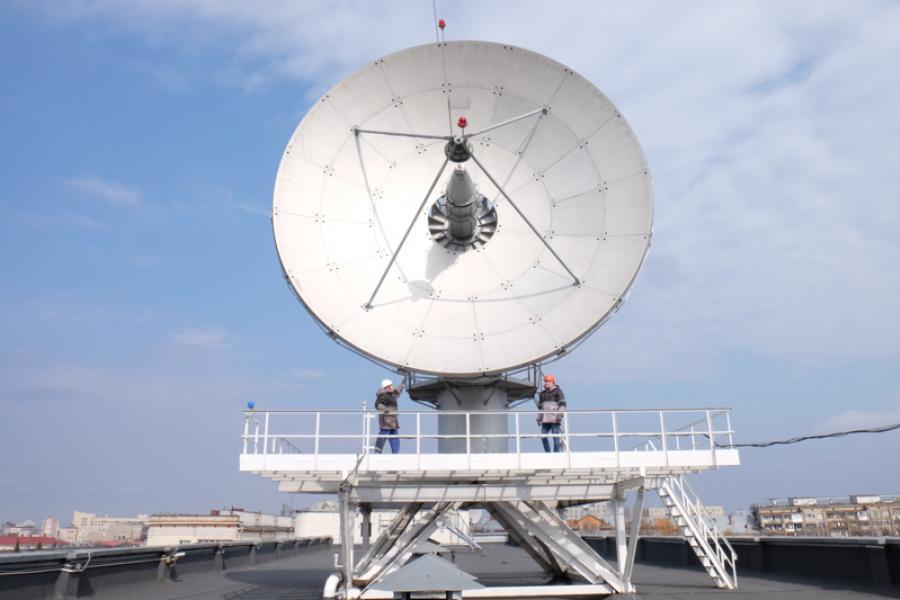 Как в центре Минска управляют белорусским спутником