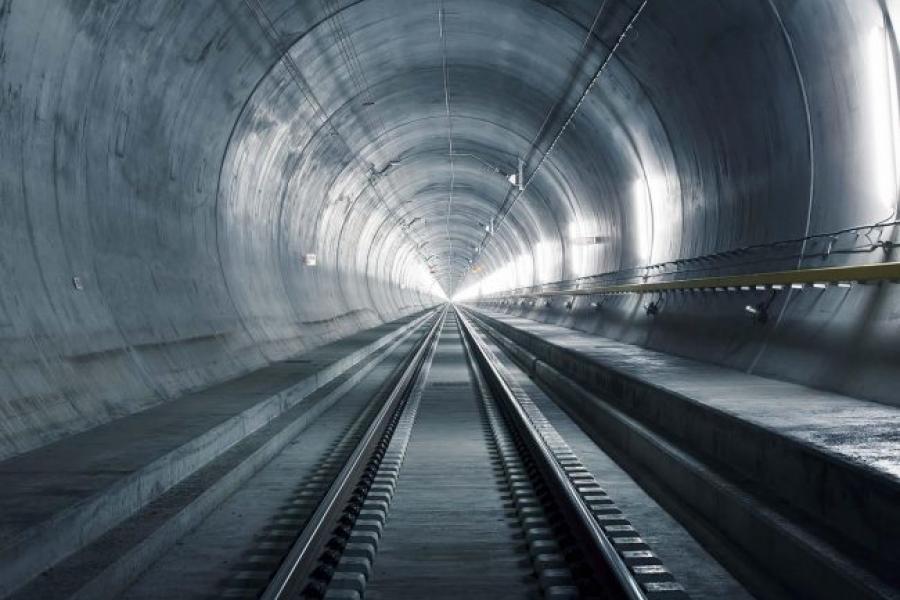Первый подводный тоннель