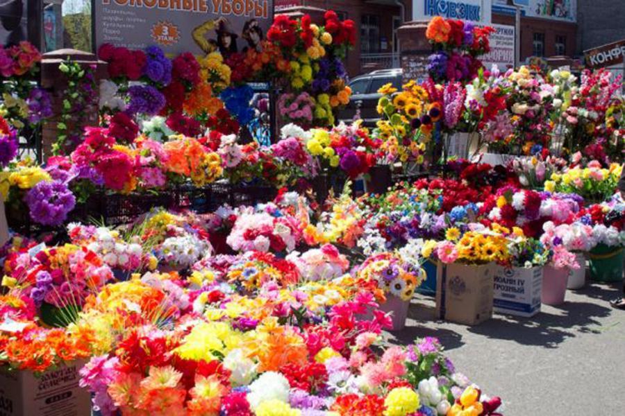 Пластиковые цветы на кладбищах – это настоящая экологическая беда!