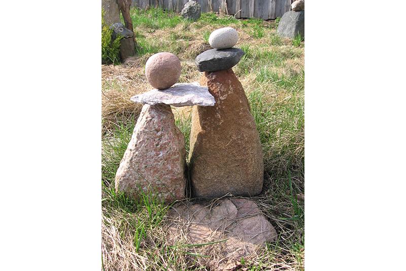 Сад камянёў Івана Кірчука на лецішчы, якое падарыла мама.