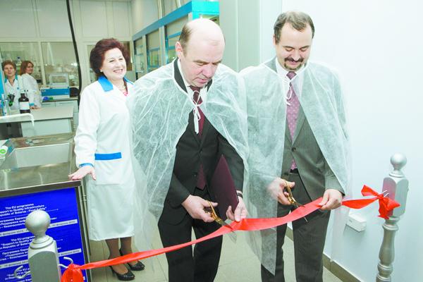 Церемония передачи оборудования лаборатории БелГИМ.