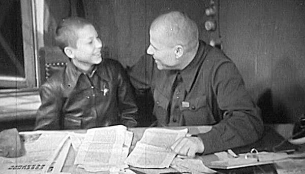 Кадр из фильма «Печатный фронт. Газеты стреляли в упор».