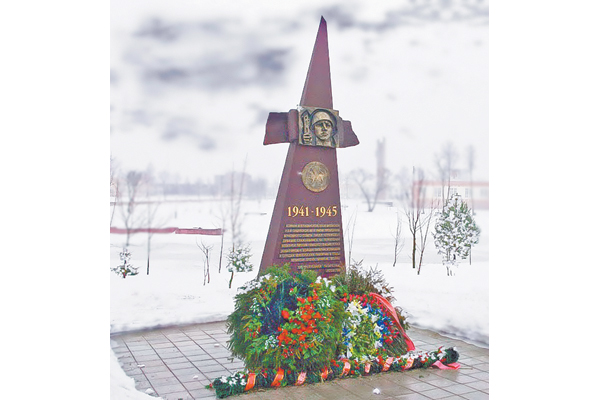 Мемориальный памятник в деревне Копти  Витебского района в честь татар, погибших  за освобождение Беларуси.