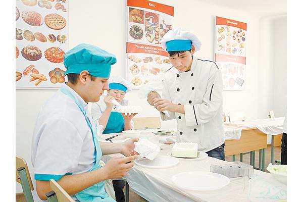 В Кыргызстане в последние годы особой популярностью пользуются  профессиональные лицеи. Туда идут переобучаться даже выпускники вузов.