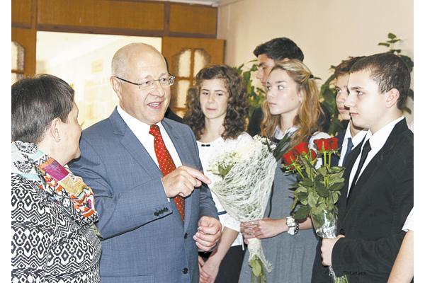 Рэктар БДПУ Аляксандр Жук адкрывае педагагічныя класы ў 20-й сталічнай гімназіі.